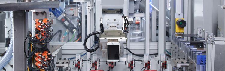 Apple valjastaa robotit kännyköiden kierrätykseen